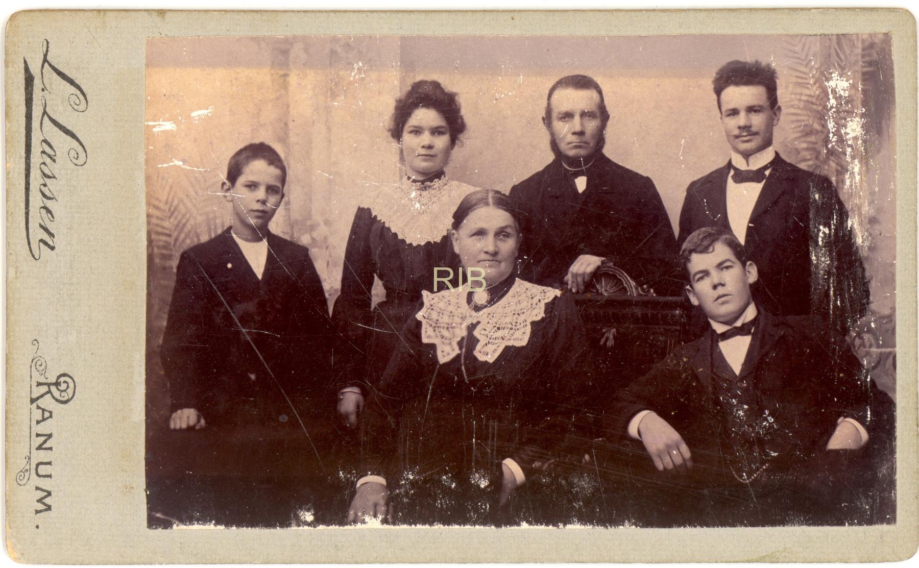 Jordemoder Johanne Jensen ca 1900